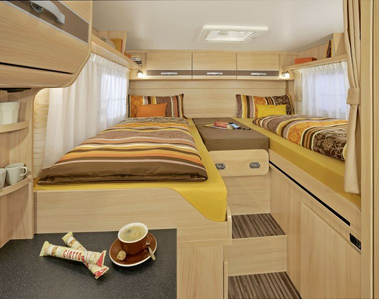 wohnmobilvermietung fotos wohnmobile wohnmobil. Black Bedroom Furniture Sets. Home Design Ideas